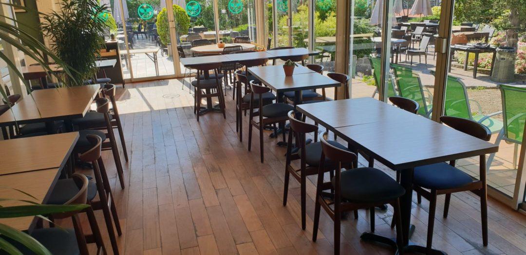 Tables carrés pour un restaurant